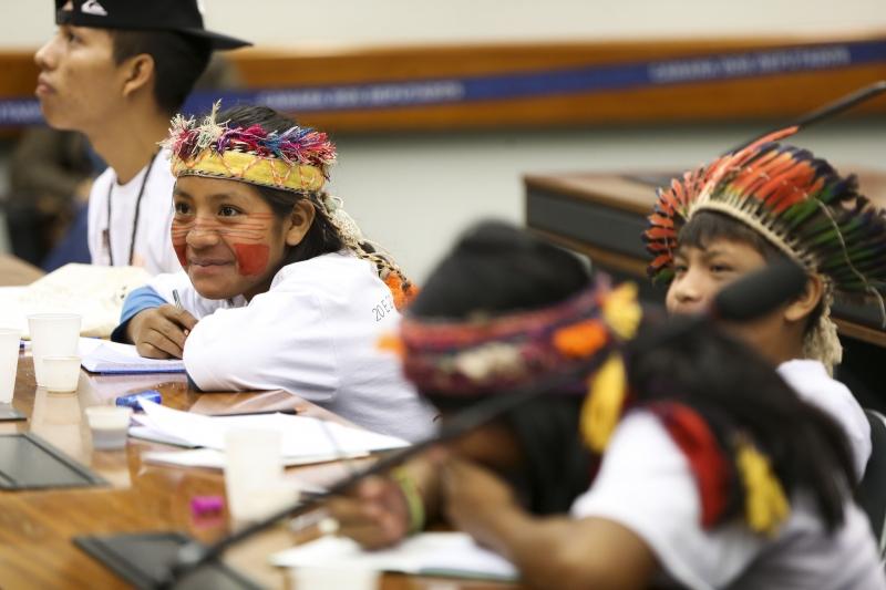 O grupo de jovens faz parte do Projeto Direitos e Cidadania de Crianças e Adolescentes