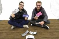 Jovens de Montenegro criam carteira com material que parece papel e vendem 29 mil unidades