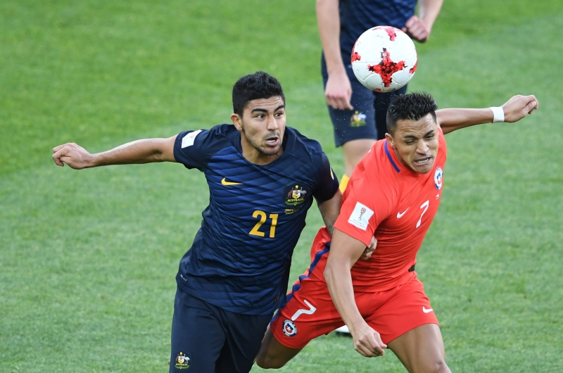 Australia's midfielder Massimo Luongo (L) vies with Chile's forward Alexis Sanchez during the 2017 Confederations Cup group B football match between Chile and Australia at the Spartak Stadium in Moscow on June 25, 2017. / AFP PHOTO / Natalia KOLESNIKOVA