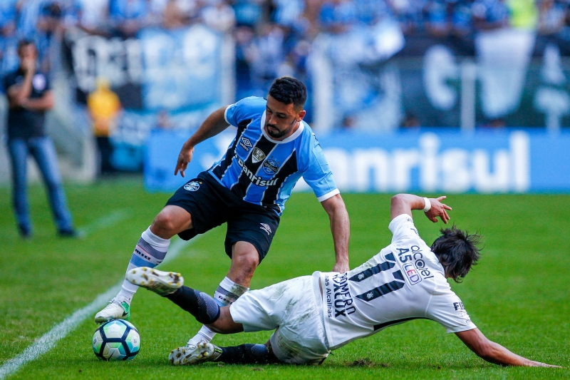 Lance da partida entre Gremio e Corinthians disputada na tarde deste domingo, na Arena, valida pelo Campeonato Brasileiro 2017. FOTO: LUCAS UEBEL/GREMIO FBPA
