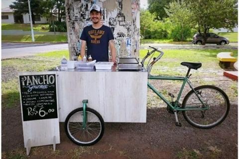 Yuca Food Bike vende panchos uruguaios no centro de São Leopoldo, Foto Yuca Food Bike, divulgação