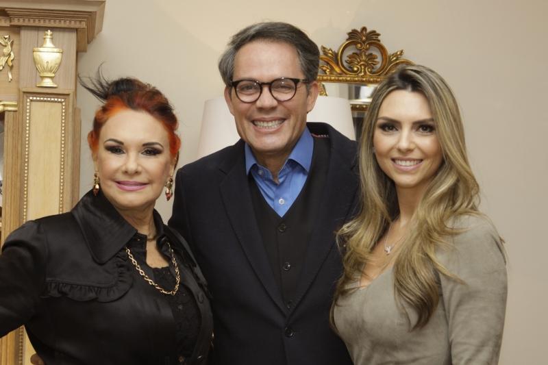 Arminda Lopes, capa da WE, com o publisher Luiz Jacintho Pilla e Priscilla Nunes