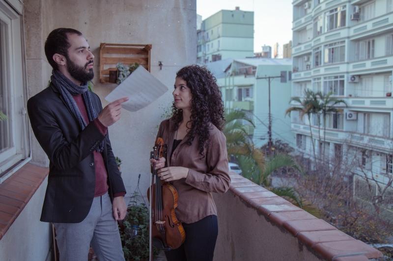 Arthur Wilkens e Paloma Rossatto se apresentam em projeto no Parangolé