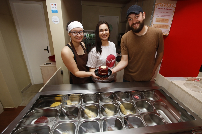 Tiana Hintz, Patrícia Almeida (no centro) e Tiago Hintz, sócios da Cake Circle