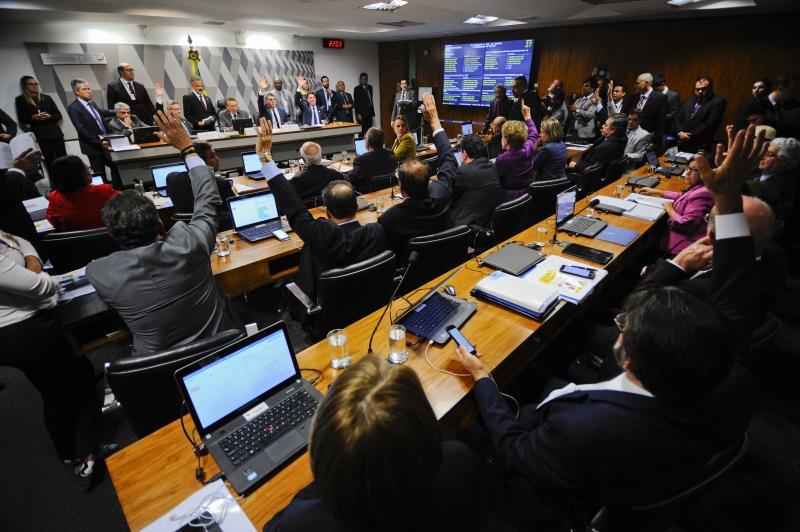Relatório do líder do governo, o senador Romero Jucá (PMDB-RR), foi aprovado com 16 votos
