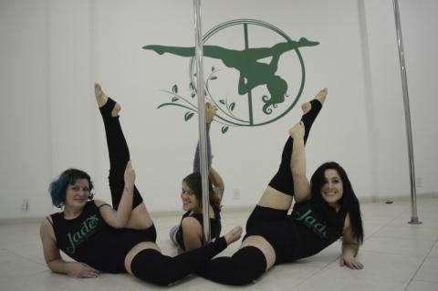 Equipe da Jade Pole Dance, de Novo Hamburgo, crédito Lucas Schardong, especial