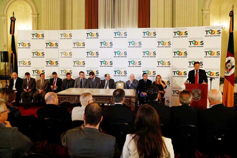 Governador José Ivo Sartori reuniu secretários, bancos e entidades, no Palácio Piratini, para fazer o anúncio