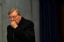 Acusado de crimes sexuais, tesoureiro tira licença