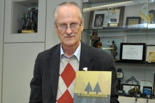 Perius lançou livro que reúne história  e dados sobre ramo do Sistema Ocergs-Sescoop