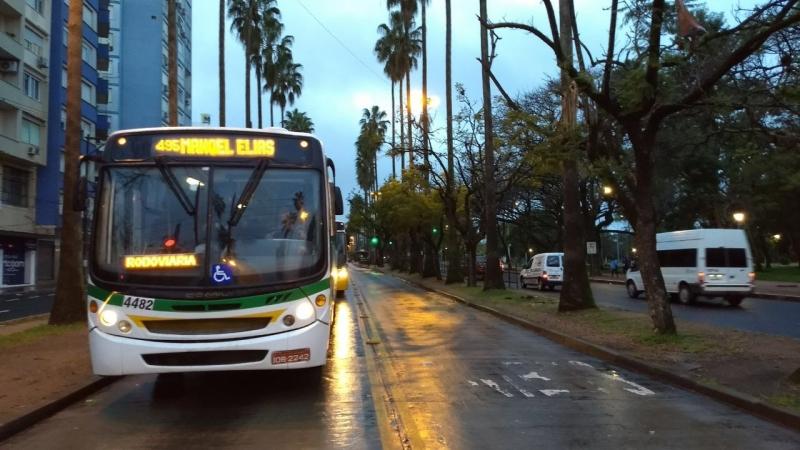 Greve Geral em porto Alegre - ônibus circulando na avenida Osvaldo Aranha.