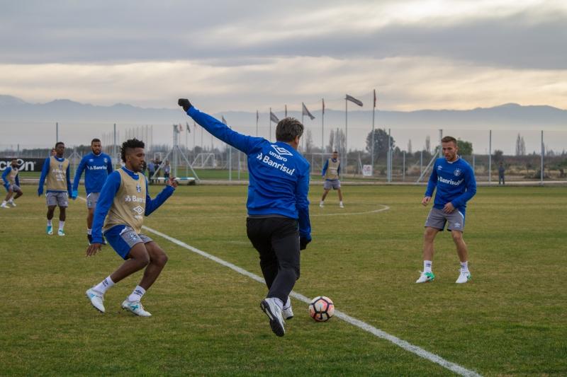 Jogadores treinaram no Centro de Treinamentos do Godoy Cruz nesta segunda-feira