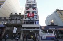 Lanceiros Negros ocupam prédio no Centro de Porto Alegre