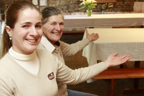 Mãe com quatro filhas transforma porão de casa em restaurante e reergue a família em Garibaldi