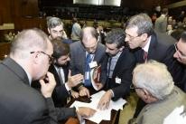 Base aliada adia mais uma vez votação da PEC da aposentadoria