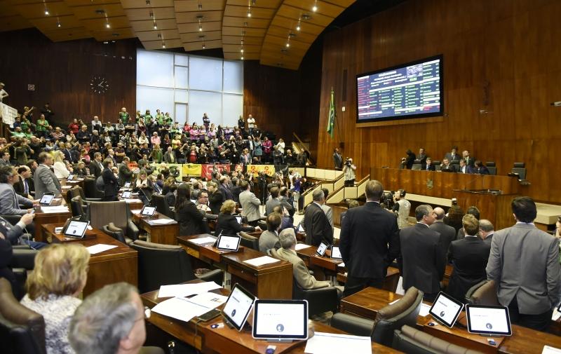 Sindicalistas pretendem pressionar os parlamentares durante a sessão