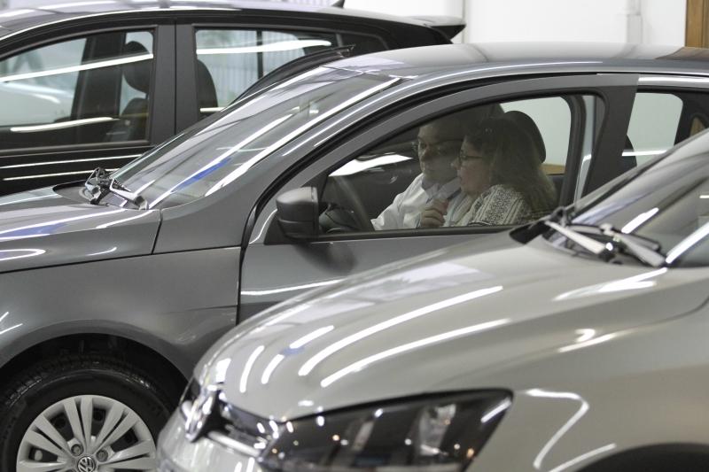 No mercado de automóveis de passeio e comerciais leves, vendas somaram 210,3 mil unidades no mês