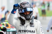 Bottas supera Vettel e garante segunda pole na carreira; Hamilton sai em oitavo