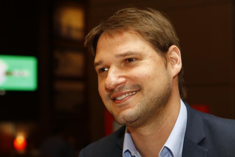 Maurício Bakos completou um ano como gerente do centro comercial