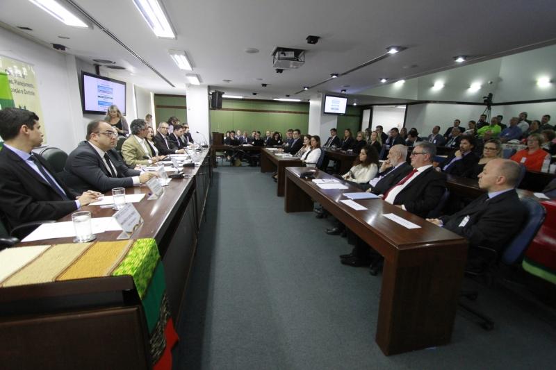 Discussão abordou emenda constitucional que atende à decisão do STF
