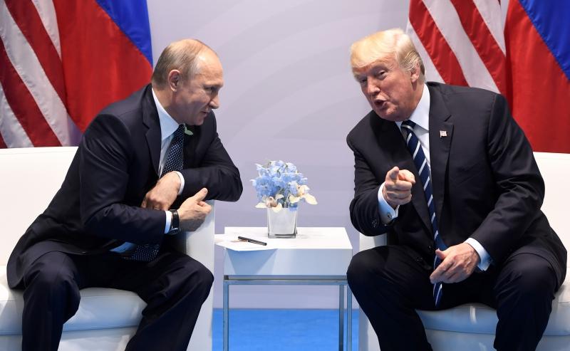 Conforme senador democrata, esforço para favorecer Trump foi ordenado por Vladimir Putin (e)