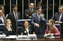 Senado aprova reforma depois de tumultos