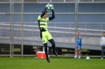 Marcelo Grohe volta aos treinos e deve reforçar o Grêmio amanhã