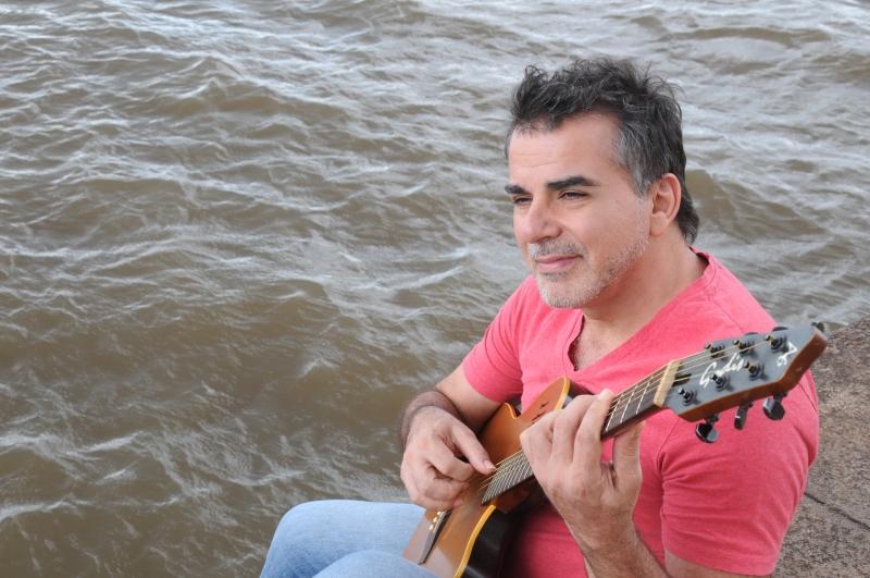 Compositor canta temas de audiovisual e teatro em passeio pelo Guaíba amanhã