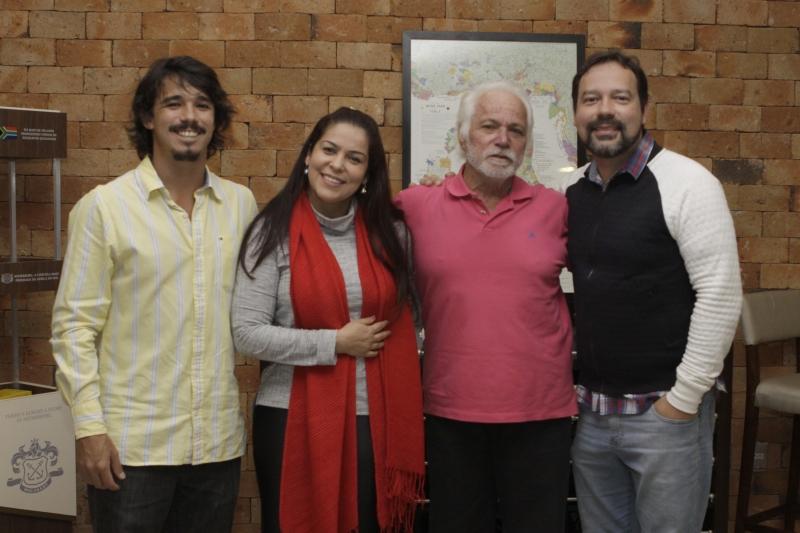 Cauê Durand, Celina Brosina, Gerard Duran e Renato Brosina no jantar harmonizado