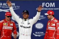 Hamilton exalta boa performance na chuva e ganha apoio do chefe após polêmica