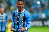 Grêmio vira sobre a Ponte Preta e diminui a vantagem para o líder Corinthians