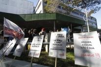 Protesto no Hospital Conceição critica demissão de servidora após denúncia de assédio