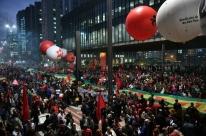 Manifestação de apoio a Lula já interdita Avenida Paulista na altura do Masp