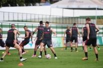 Inter testa formação com três atacantes para encarar o Vila Nova