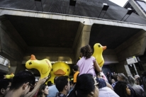 Fiesp distribui patos de borracha na Avenida Paulista