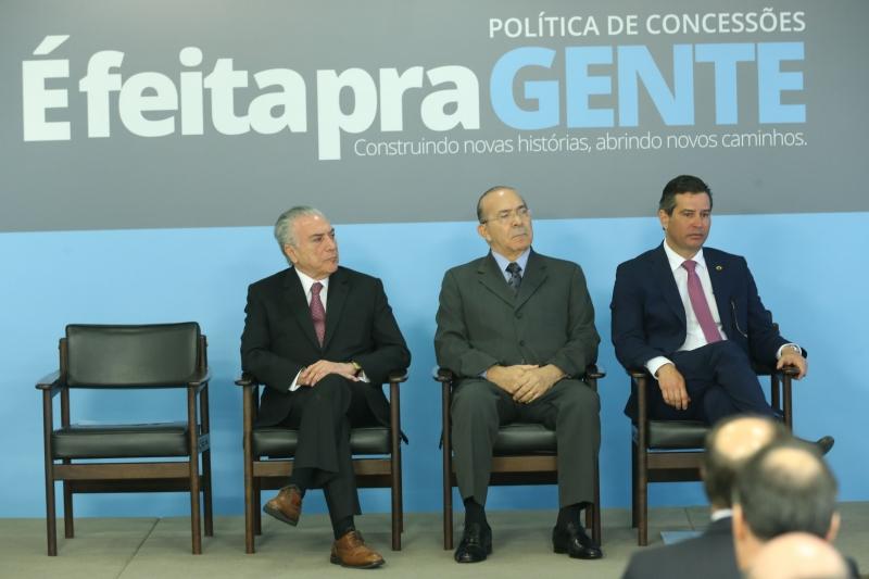 Presidente Temer e ministros Padilha e Quintella participaram de cerimônia realizada no Palácio do Planalto