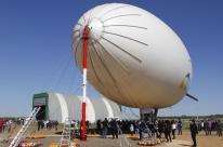 Primeiro dirigível da América Latina faz voo inaugural