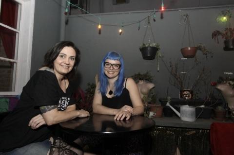 As sócias Diovana Gheller e Carolina Disegna no espaço Von Teese High Tea & Cocktail Bar