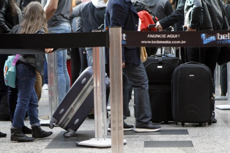 Cada passageiro pode levar a bordo uma mala de mão com até 10 kg