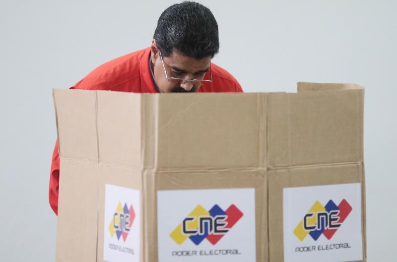 Maduro abriu as eleições para Assembleia Constituinte com seu voto neste domingo