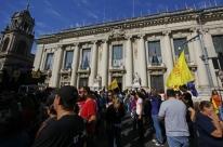 Sindicatos cogitam convocar greve no RS em função de mudança no pagamento da folha