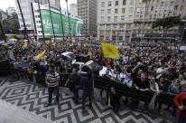 Servidores protestam contra projetos de Marchezan