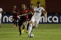 Com Abel no banco, Fluminense desperdiça vantagem e empata com Sport no Recife