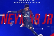 Na transação mais cara da história, Neymar assina com o PSG até 2022