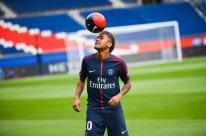 Neymar entra com demanda judicial contra o Barcelona, diz jornal