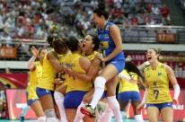 Brasil bate Sérvia de virada e vai à decisão do Grand Prix de vôlei