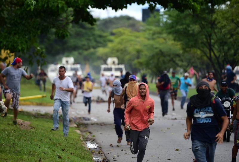 Temer fala da saída da Venezuela do Mercosul no Twitter
