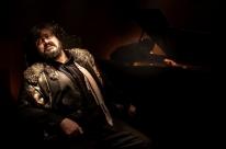 Performance cênica traz ao palco Marcos Contreras com direção de Decio Antunes
