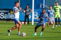 Lucas Barrios treina e deve reforçar o Grêmio em decisão contra o Godoy Cruz