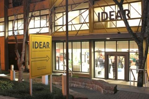 Idear comemora um ano de atividades com oficinas e bate-papo
