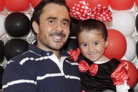 Fotolegenda Felipe Martins com a filha Eduarda Martins, que comemorou seus 5 anos com festa na Capital